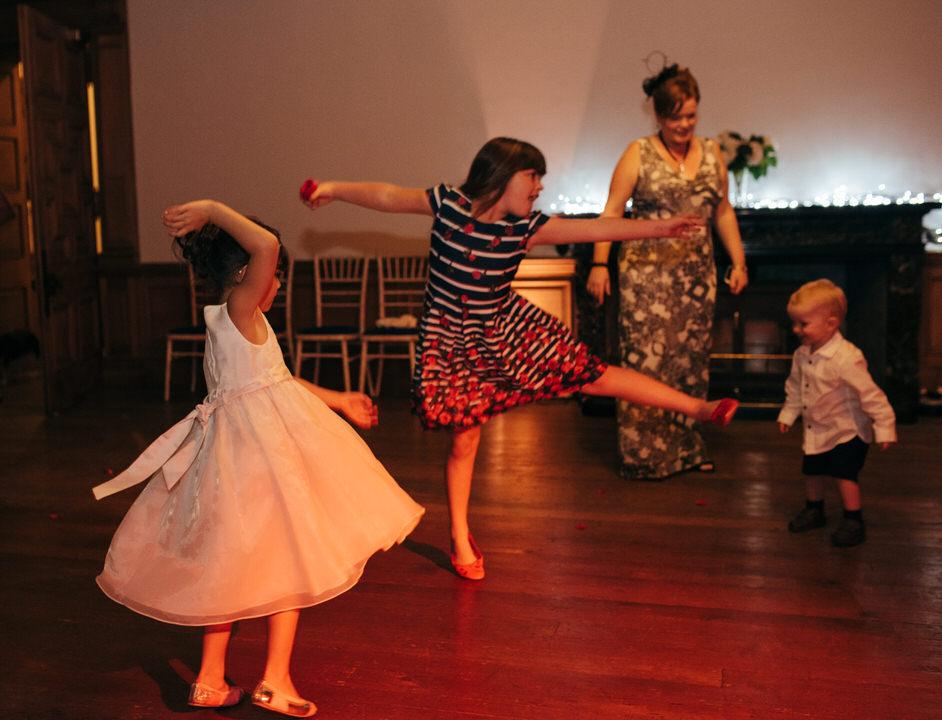 Flower girl dancing Springkell