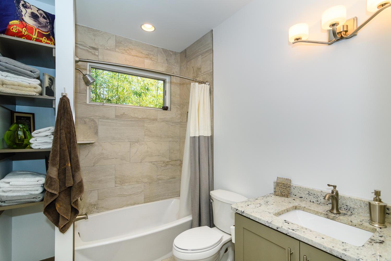 44 Druid Dr Asheville NC 28806-large-023-20-Bathroom-1500x1000-72dpi.jpg