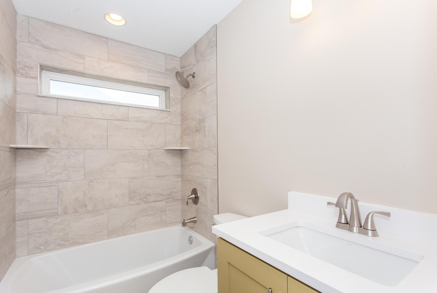 84 Middlemont Ave Asheville NC-large-023-17-Bathroom-1488x1000-72dpi.jpg
