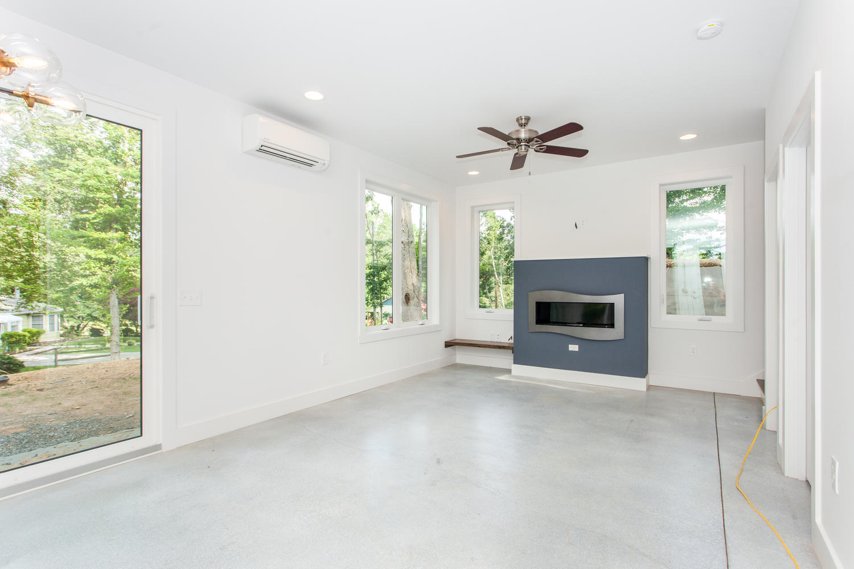 29 Lundy Ln Waynesville NC-large-005-28-Living Room-1500x1000-72dpi.jpg