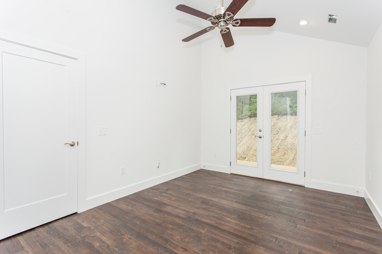 29 Lundy Ln Waynesville NC-large-020-15-Master Bedroom-1500x1000-72dpi.jpg