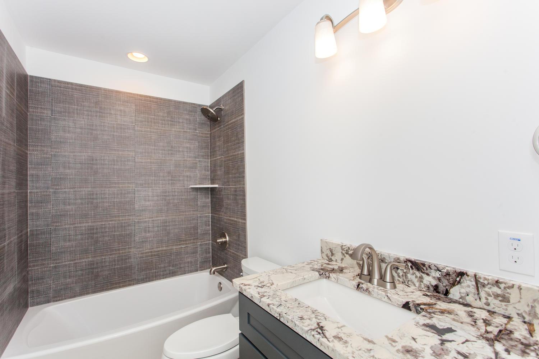 29 Lundy Ln Waynesville NC-large-025-21-Bathroom-1500x1000-72dpi.jpg