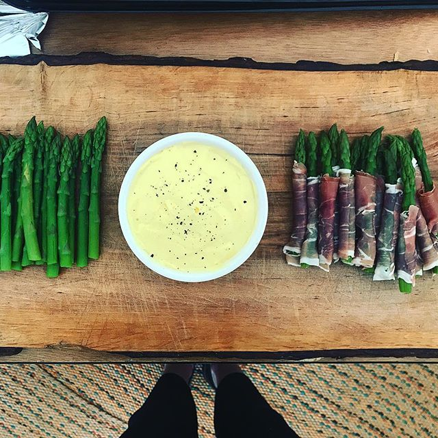 Can't go wrong with asparagus and hollandaise!