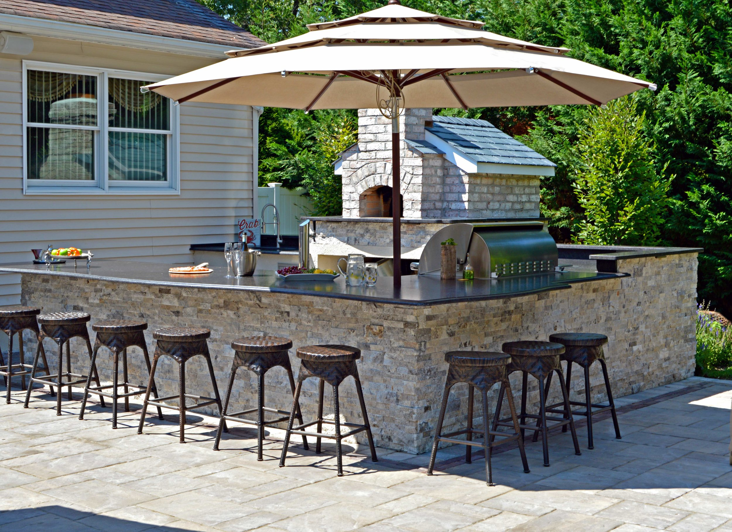 outdoor kitchen and outdoor bar in long island, NY