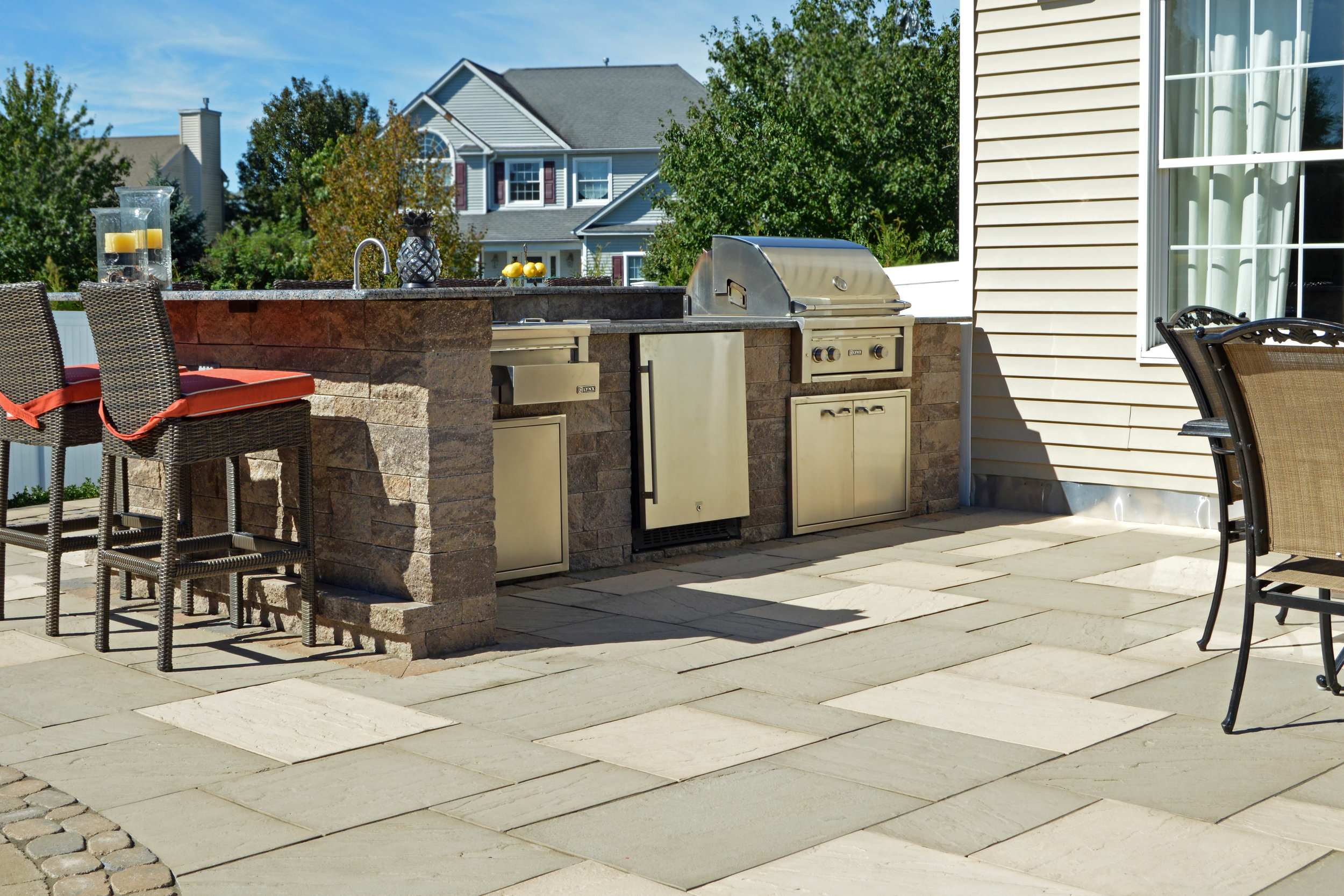 Smithtown, NY custom outdoor kitchen and bar