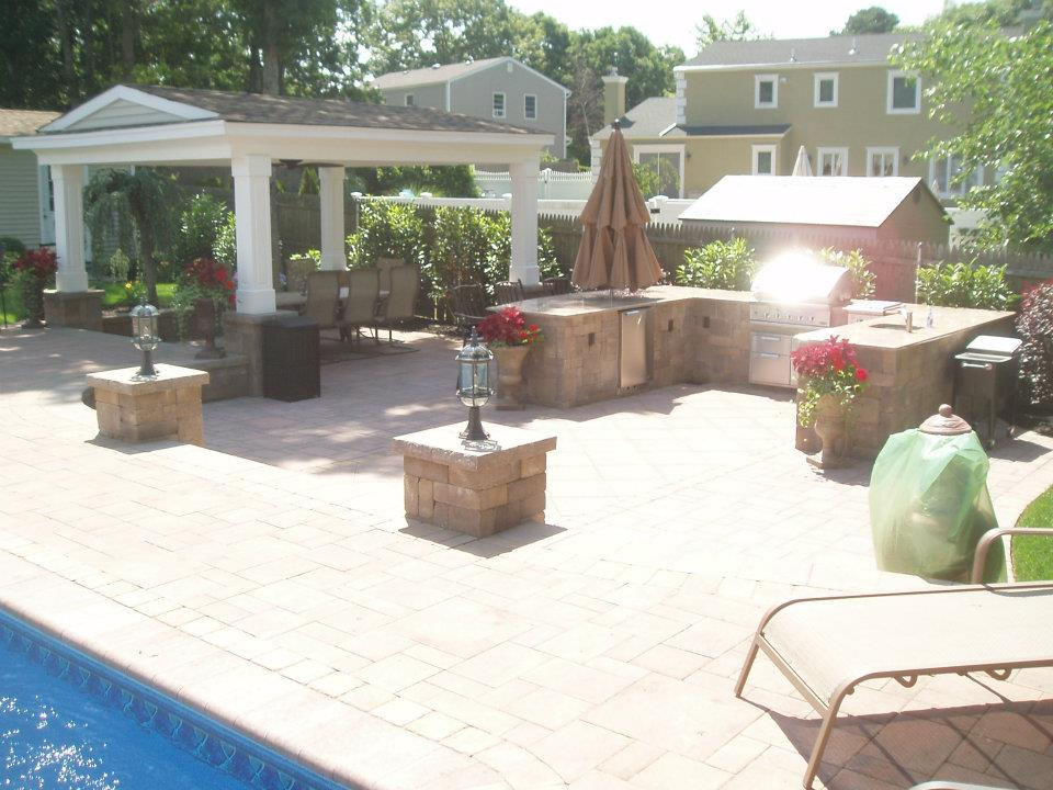 4 Must-Have Features for Luxurious Patios in Massapequa NY