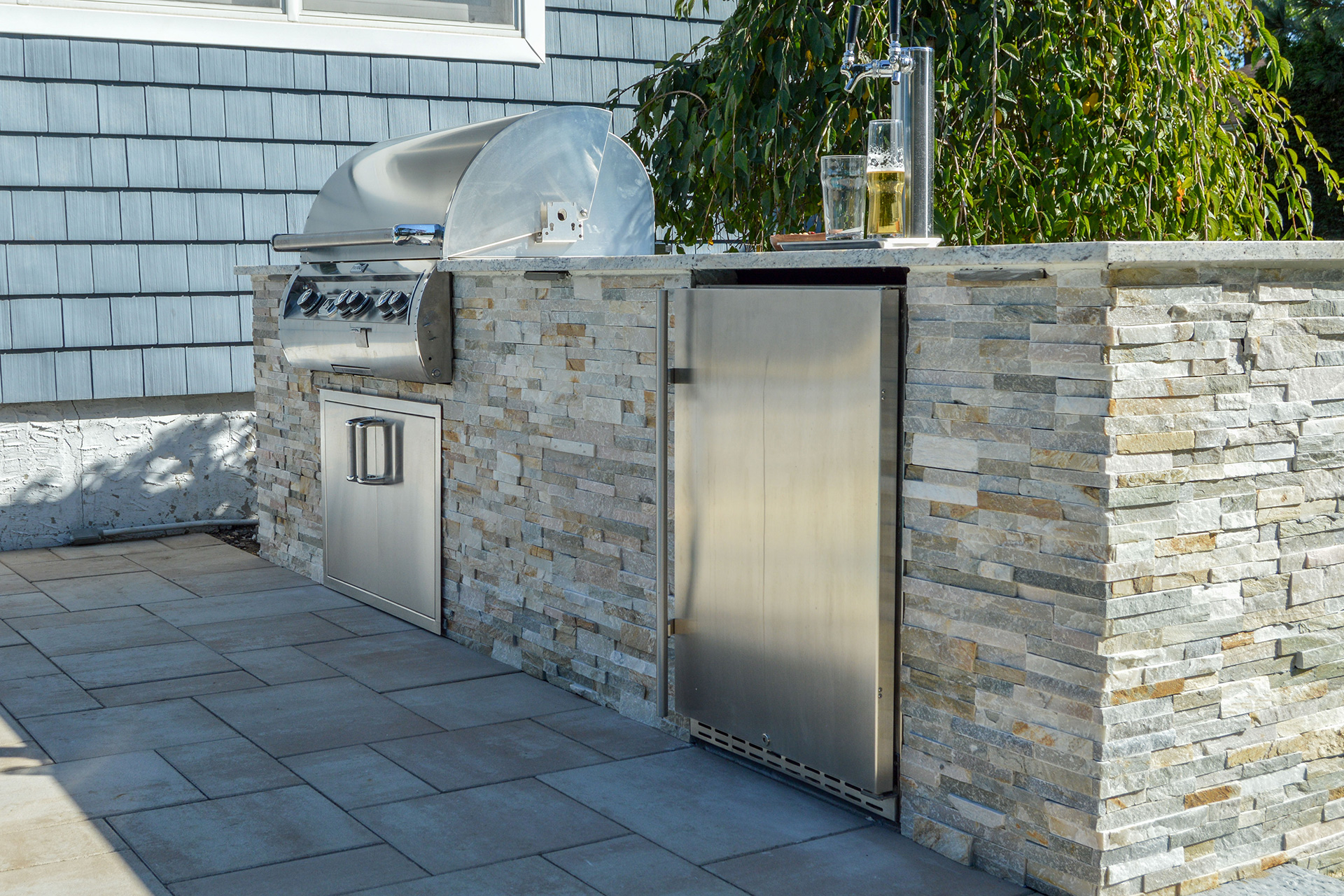 Stone veneer outdoor kitchen on Long Island, NY