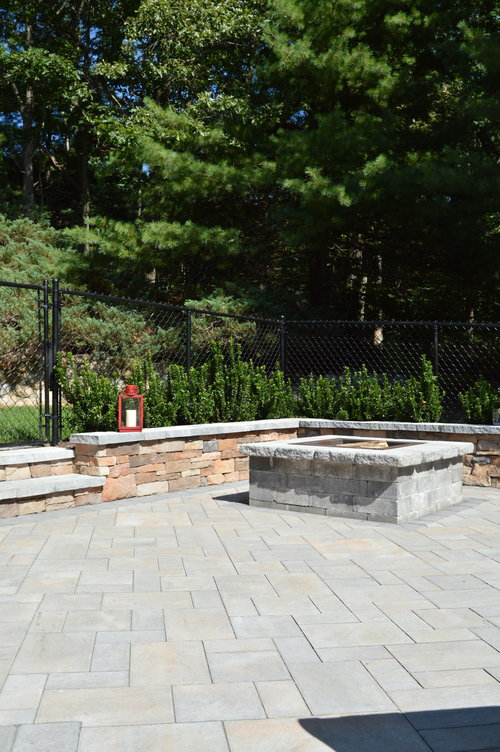 Outdoor fire place in Syosset, NY