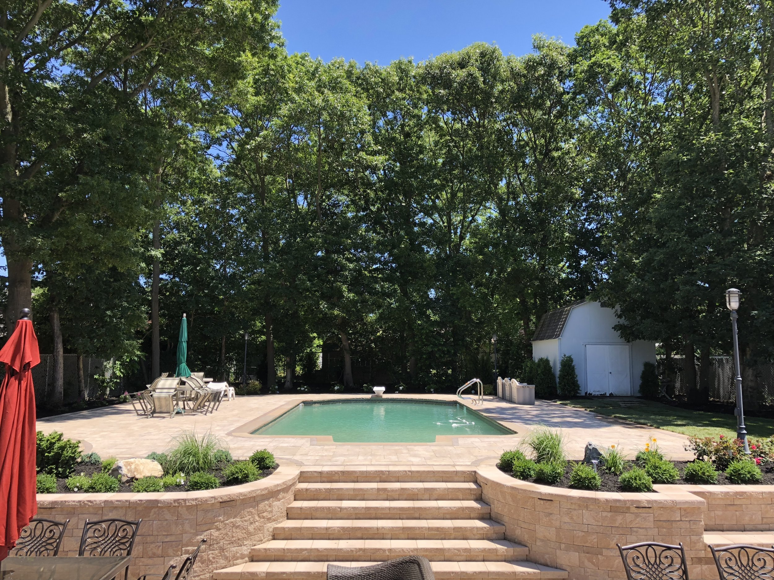 17 Landscape Architecture Ideas for a Perfect Swimming Pool Area in Plainview, NY