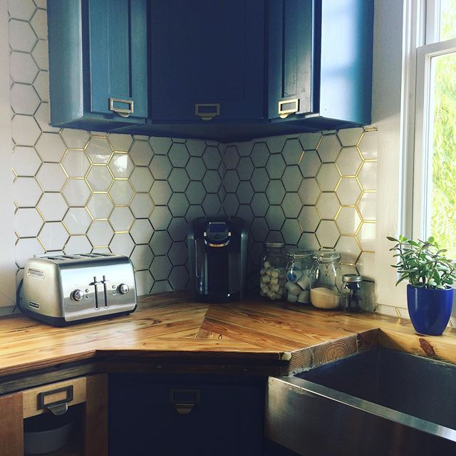 Waking up to a clean kitchen is *almost* better than coffee and a bagel ☕️🥯 #newday #wake #coffee #bagel #cleankitchen #summerinatlanta #atlantasmallbusiness #squeakygreencleaning #squeakygreencleaningco #squeakygreen #atlanta #airbnb #womenowned #clean #green #organic #atl #beautiful