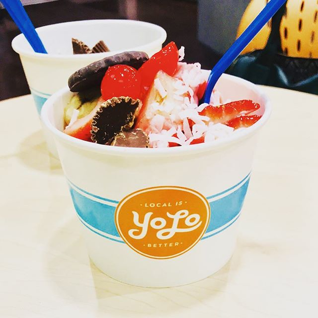 Because it's never too cold for ❄️ frozen yogurt ❄️ #yolo #treatyoself #getstealz