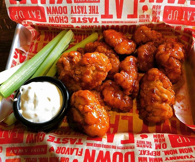 Wing Wednesday has a nice ring to it #getstealz @applebees {photo by diane w.}