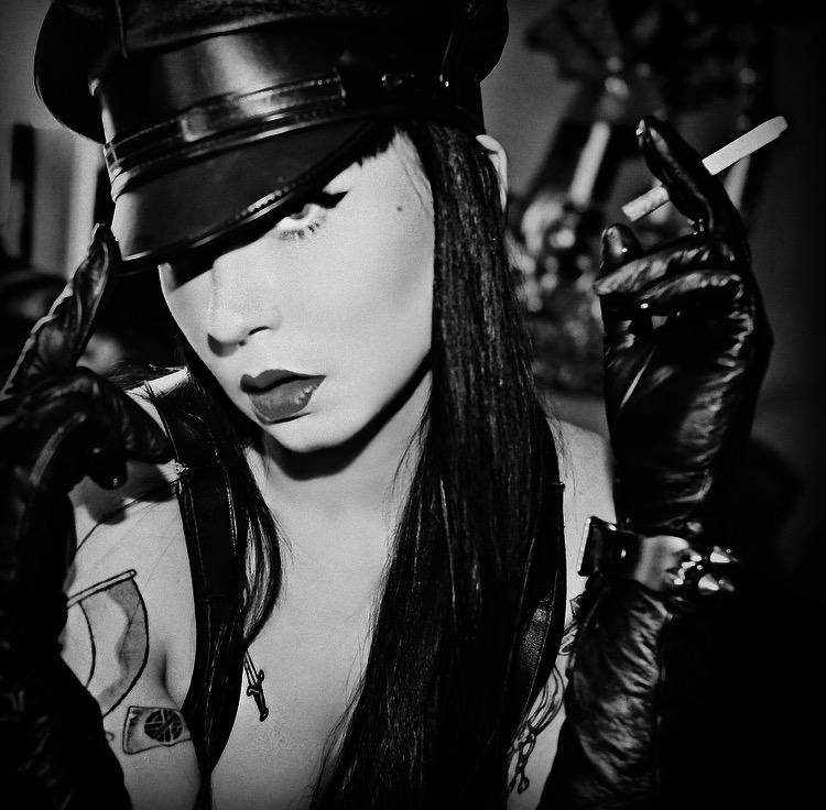 punk_dominatrix_mistress_ramona_ryder_goth_leather_nightporter_fetish.jpeg