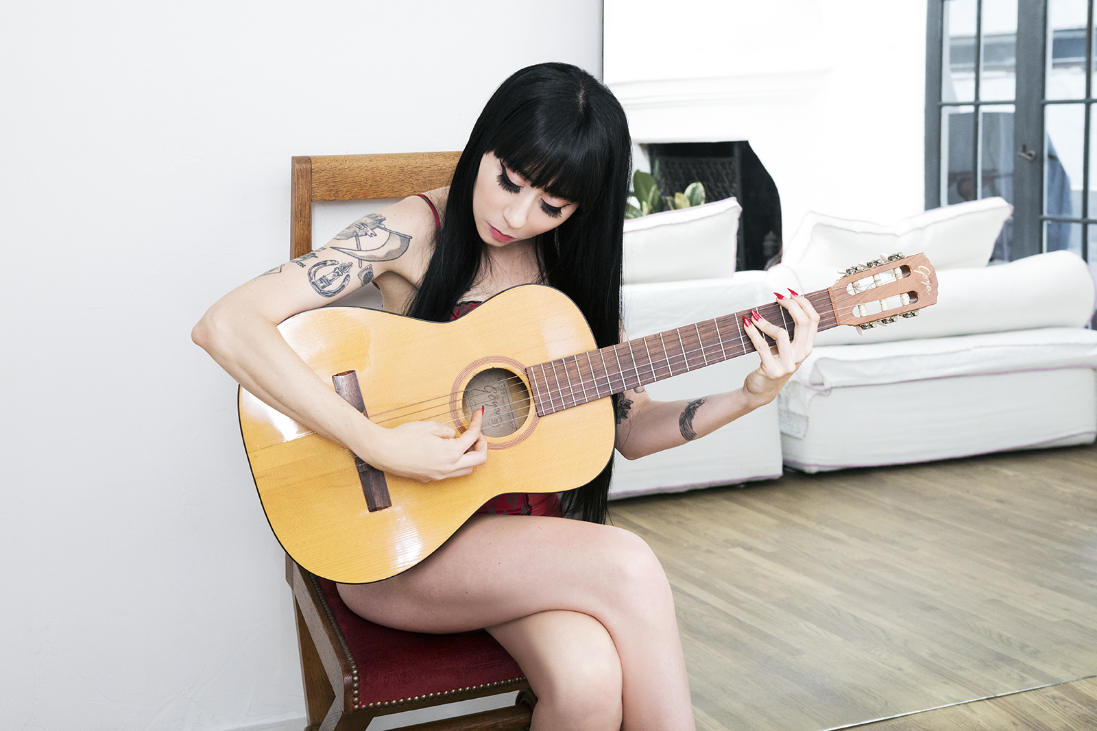 Ramona_Ryder_NYC_SF_GFE_guitar_2.jpg