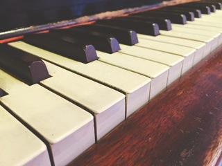 [piano .jpg