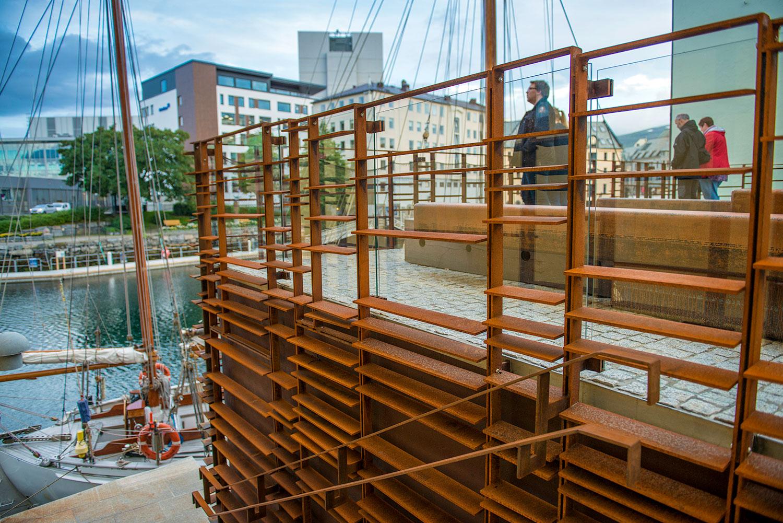 """""""A place to dream"""" - """"En plass for drømmer"""" sier Hotel Brosundet i Ålesund når de omtaler seg selv.OSE bidro til tilbygget som binder de to bygningskroppene sammen, som ansvarlig søker og prosjekterende."""