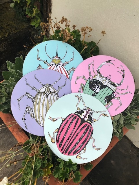 Bell Hutle y, stunning table mats, trays and tableware