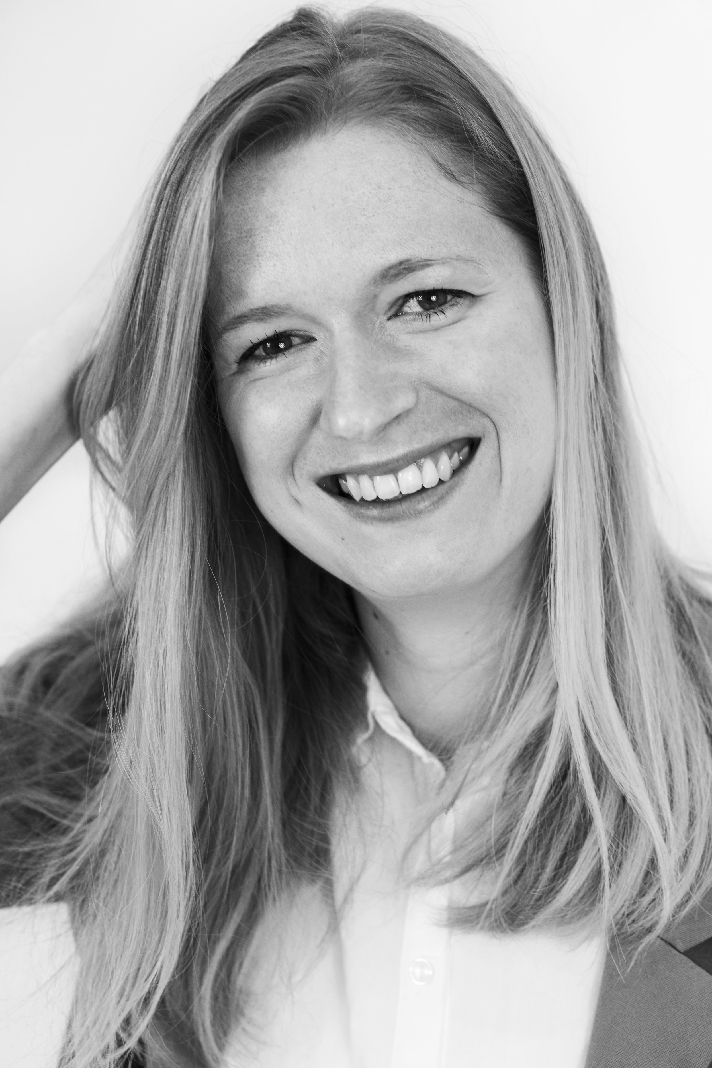 Linda Roos | Online    Linda is a copywriter with a mind full of sharp insights and an unsatisfiable curiousity. She writes on her blog  www.lindaroosenmedia.nl , as well as for DeOndernemer.nl, a website specifically for Dutch entrepreneurs.