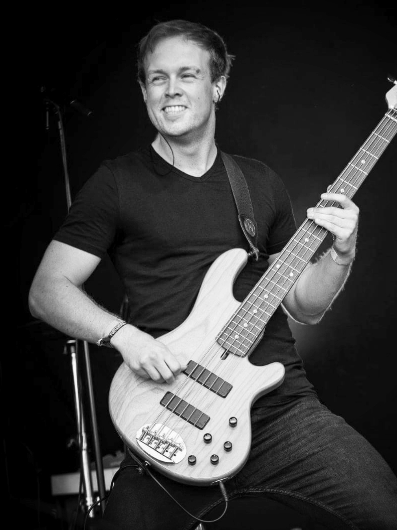 VINCENT DE BRUIN - Bass    Facebook  /  Instagram