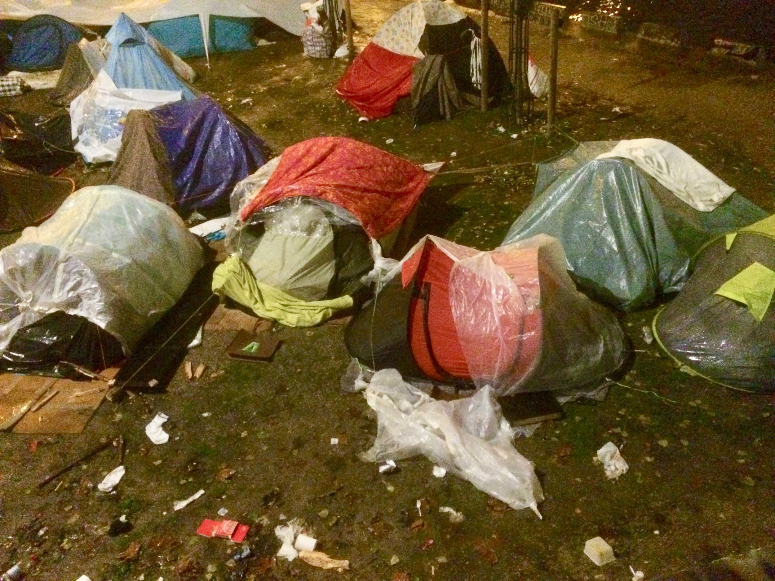 Tents_Paris_december_2017.jpg