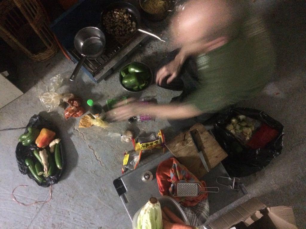 feeding_la_resistance_rescued_food_DParis_december_2017.JPG