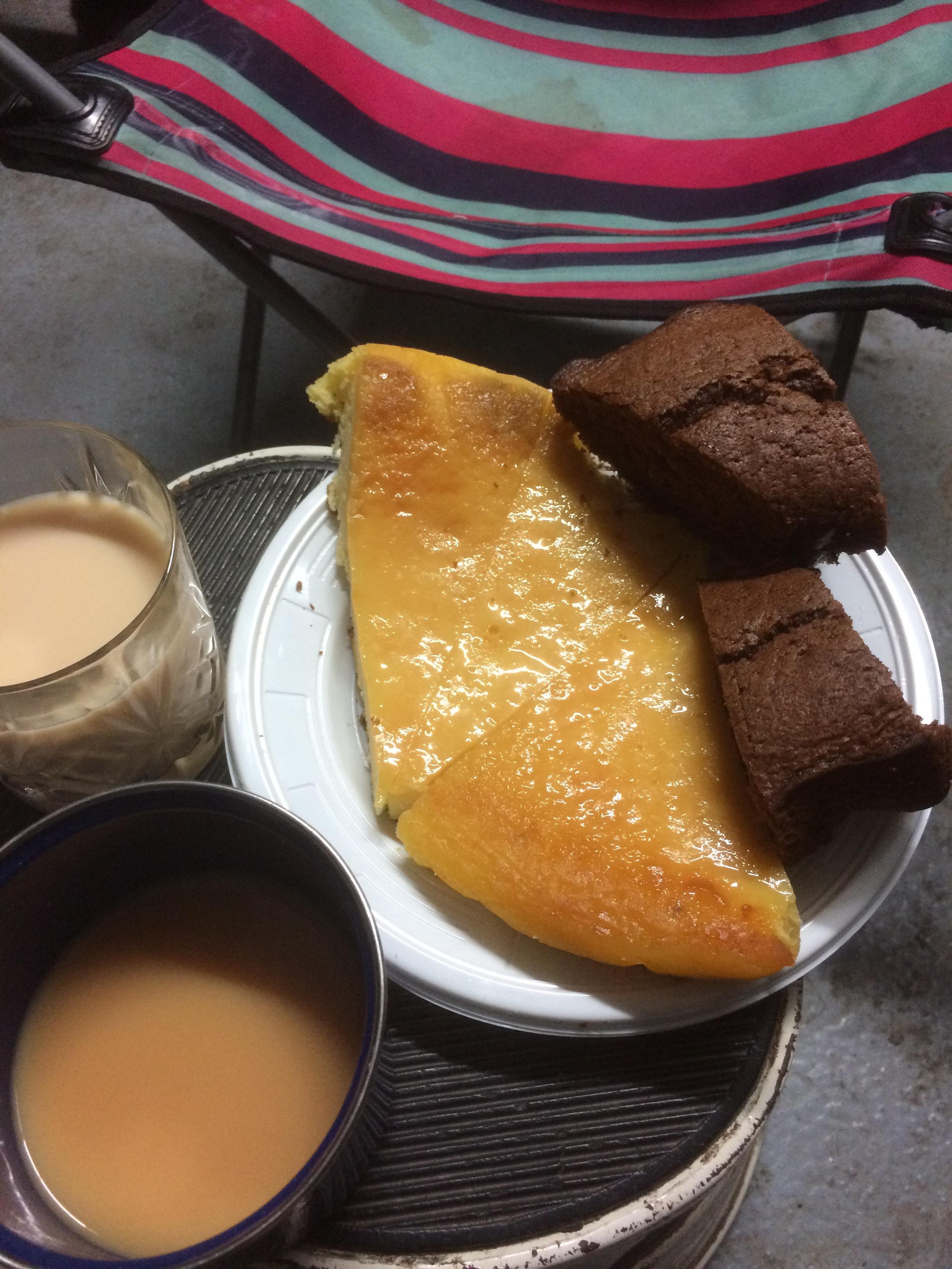 tea_cake_chair_basement_Paris_december_2017.JPG