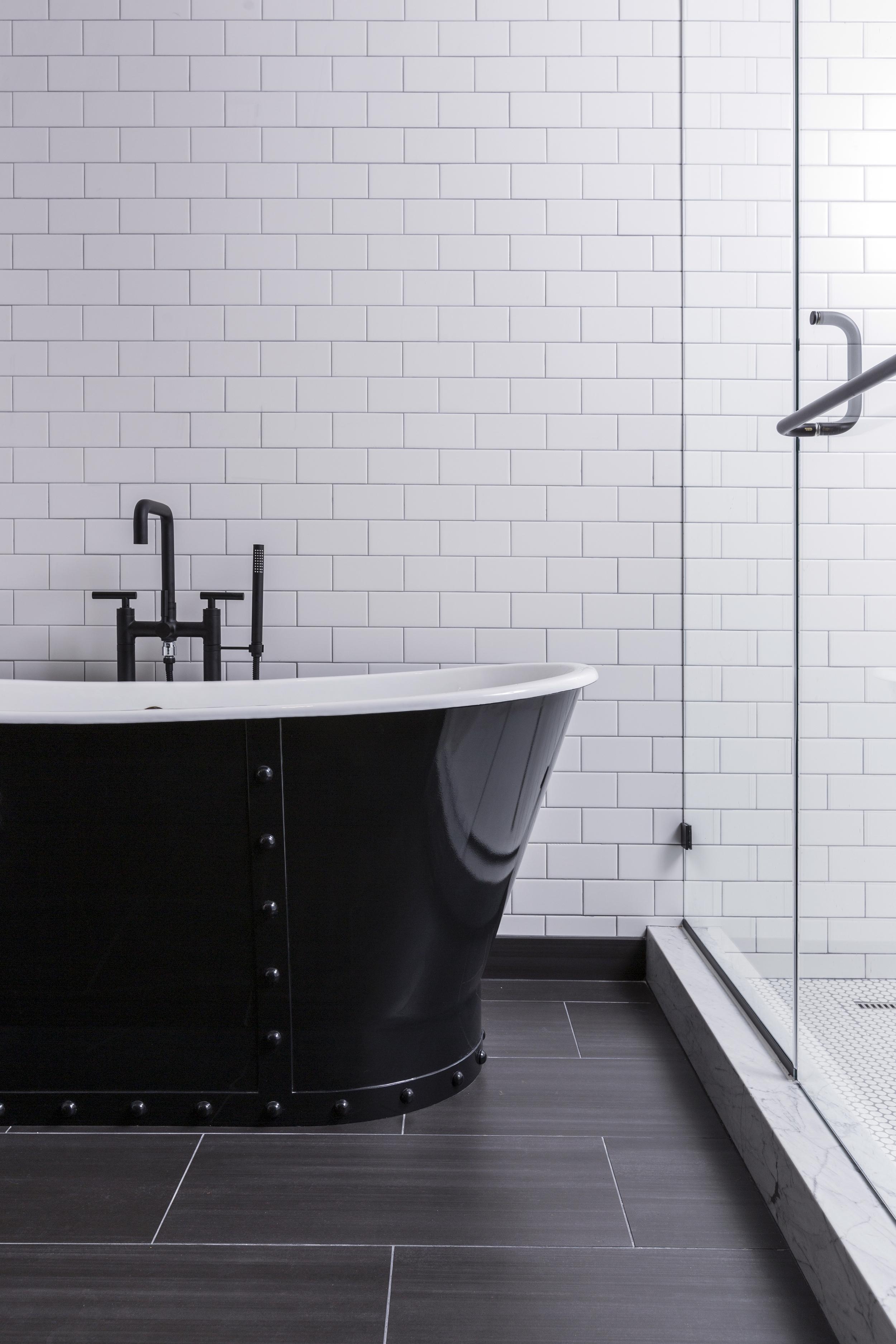 Pier 2620 Suite Bathroom