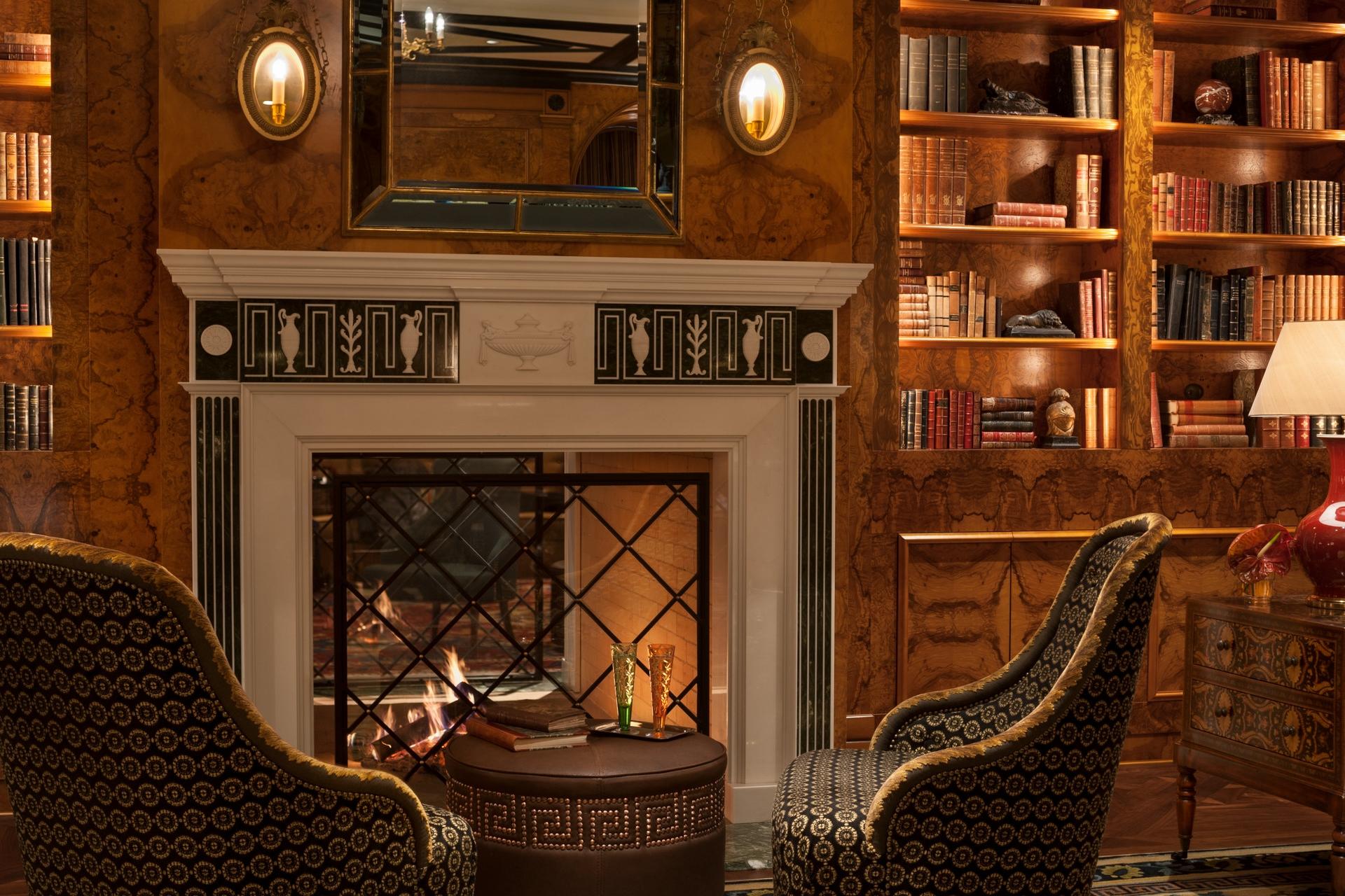 Four Seasons St. Petersburg Lounge