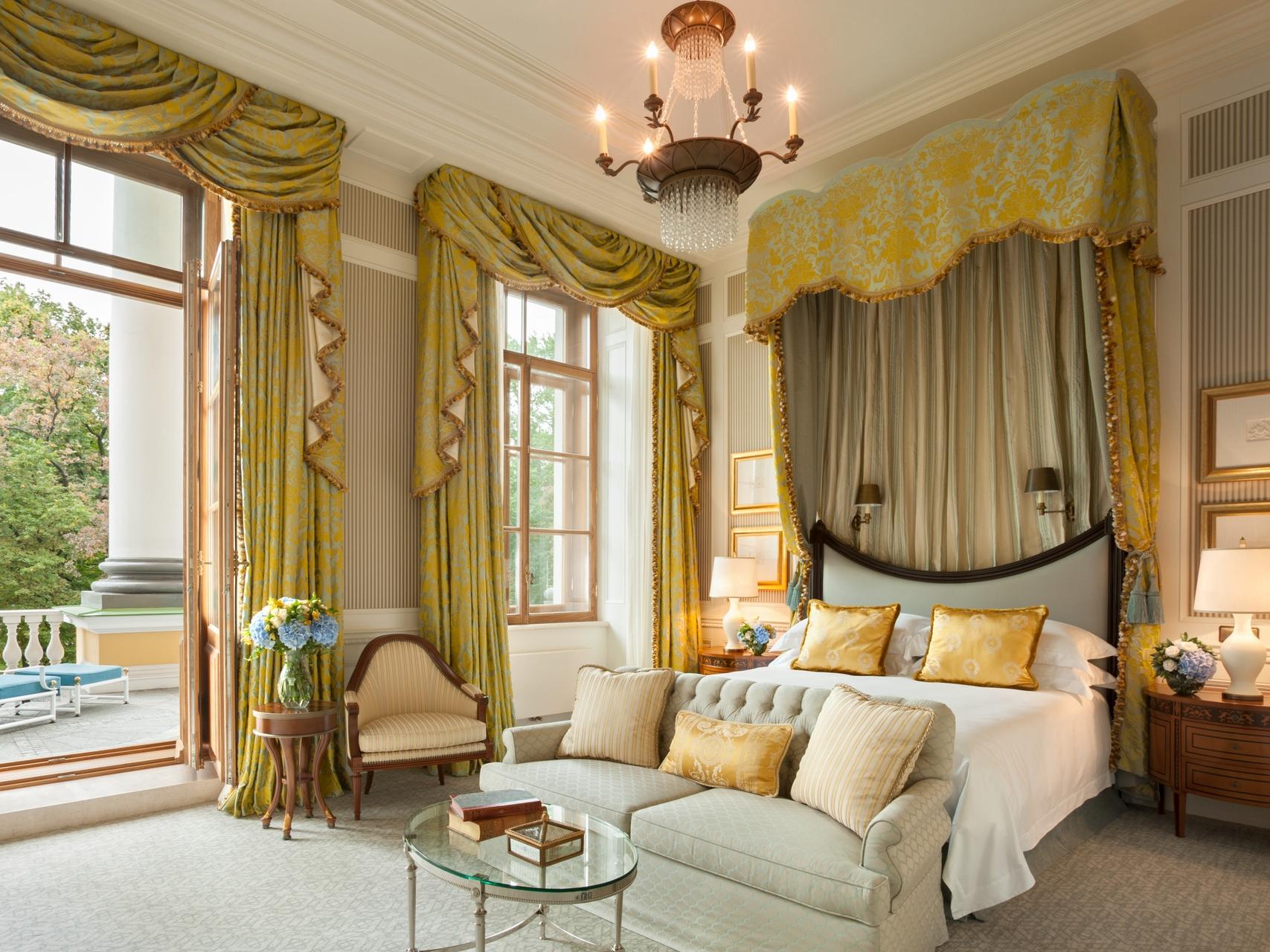 Four Seasons St. Petersburg Guestroom