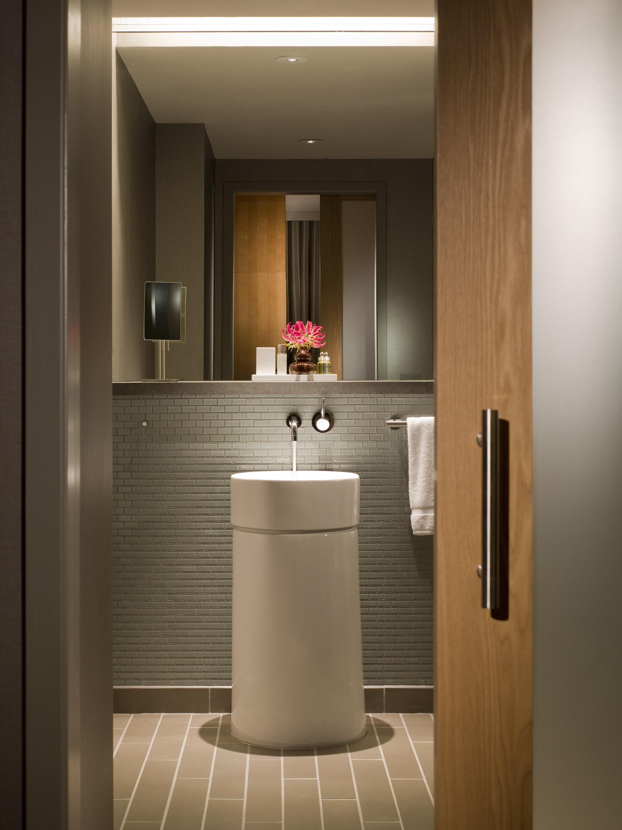 Intercontinental Chicago O'Hare Bathroom
