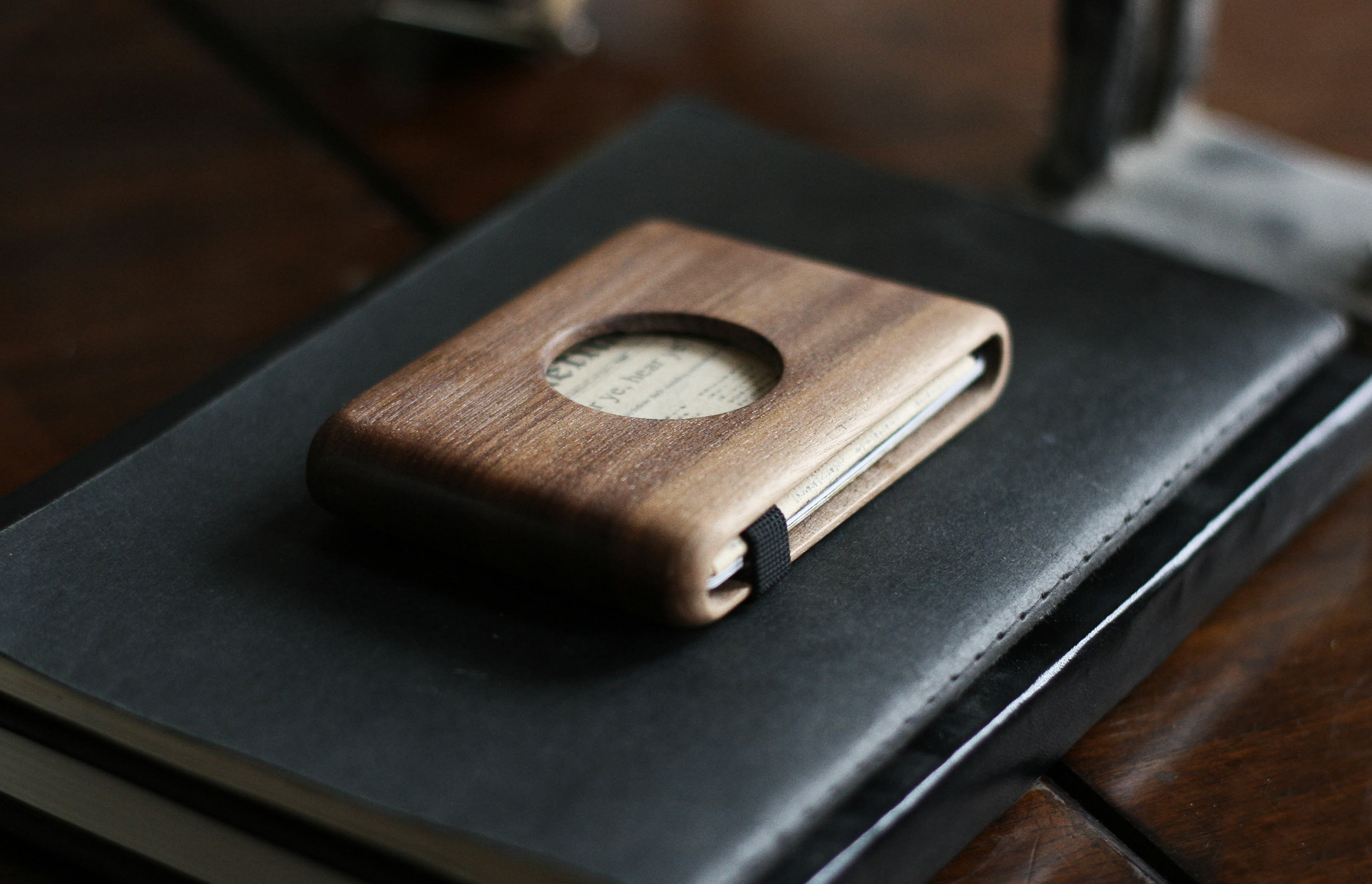 walnut_hole_wallet_3.jpg