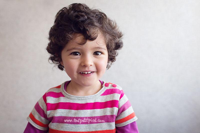 portrait-enfant-2-ans-sourire.jpg