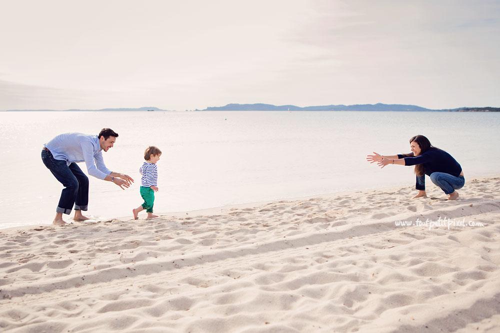 photo-de-famille-a-la-plage-var.jpg