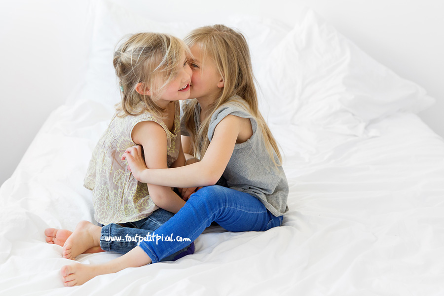 petites-filles-qui-se-disent-des-secrets.jpg