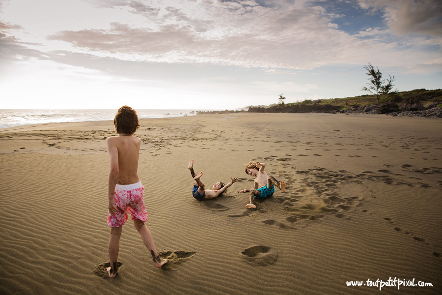 Enfants-qui-jouent-sur-la-plage.jpg