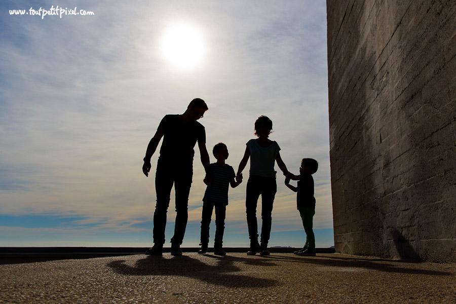 silhouette-famille-urbaine.jpg