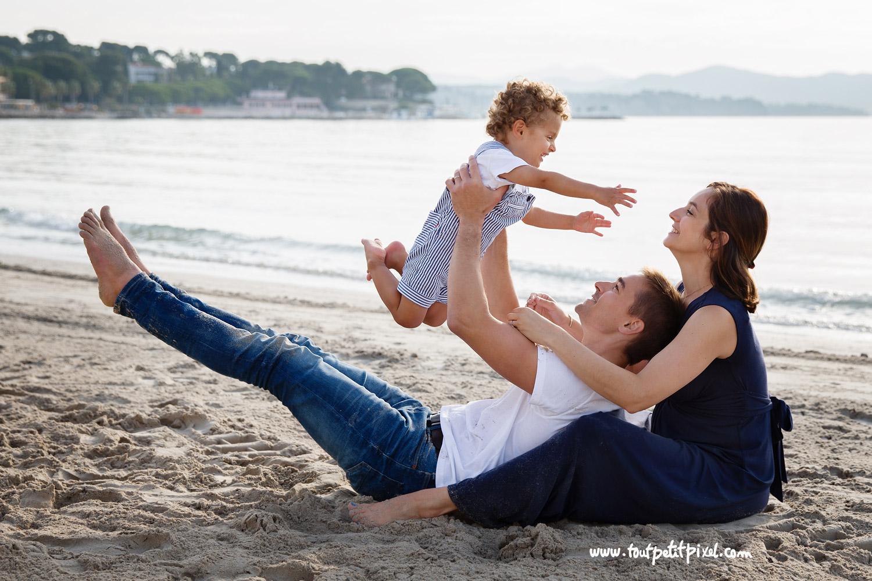 photographe-famille-plage-marseille.jpg