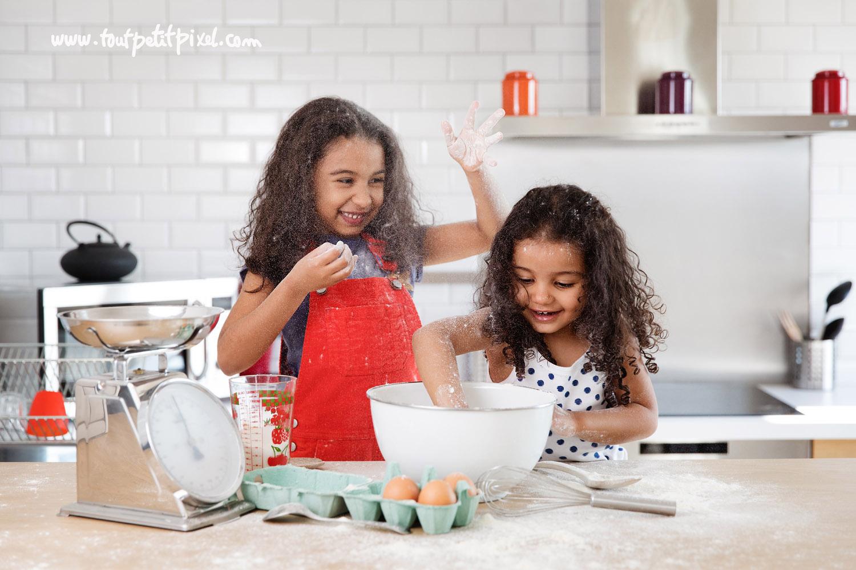 soeurs-qui-font-des-betises-dans-la-cuisine.jpg