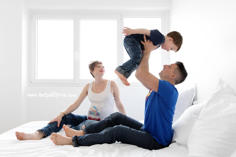 photo de grossesse en famille par Tout Petit Pixel, photographe enfant lifestyle à Marseille