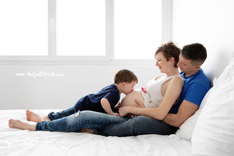 photos de grossesse lifestyle par Tout Petit Pixel, photographe enfant et famille à Marseille