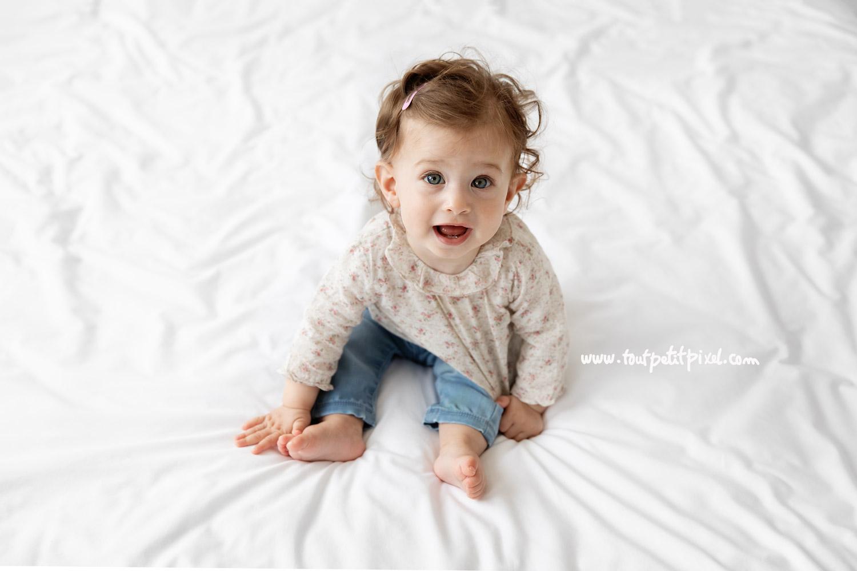 portrait de bébé lifestyle par Tout Petit Pixel, photographe enfant à Marseille