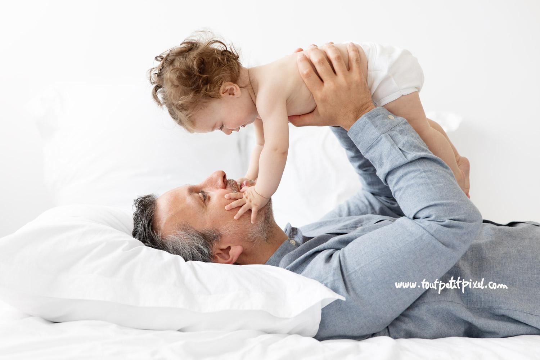 Moment tendresse papa/bébé par Tout Petit Pixel, photographe bébé et famille à Marseille
