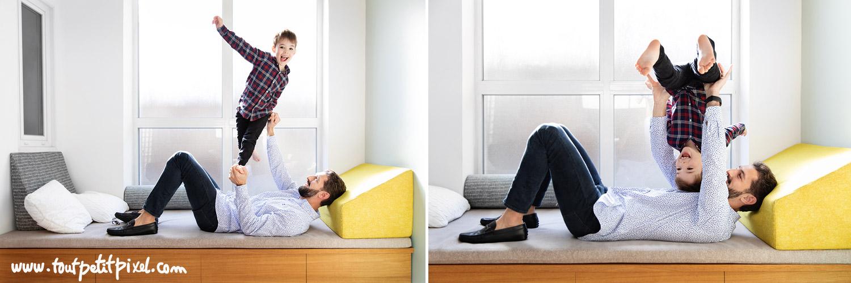 Un père et son fils qui font des acrobaties sur un canapé par Tout Petit Pixel, photographe famille lifestyle à Marseille