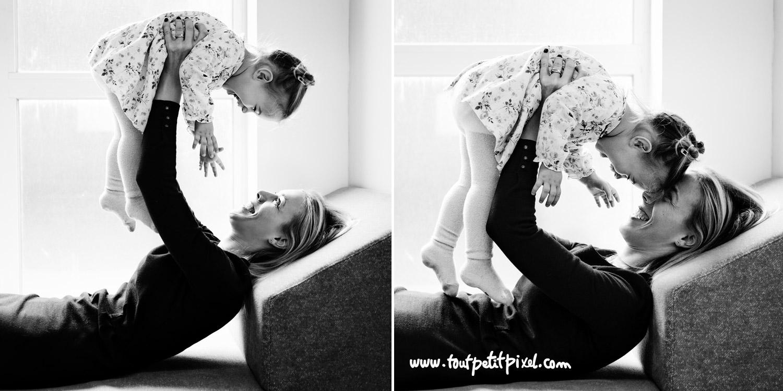 Maman qui joue avec sa petite fille à domicile par Tout Petit Pixel, photographe famille lifestyle à Marseille