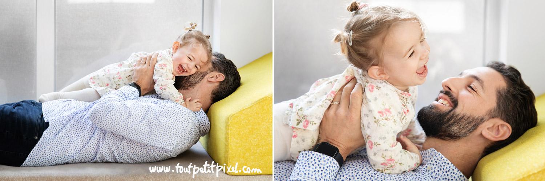 Un père et sa fille qui jouent et rient par Tout Petit Pixel, photographe famille lifestyle à Marseille