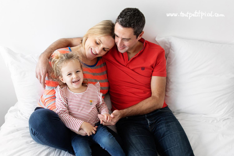Photo de famille lifestyle par Tout Petit Pixel, photographe enfant et famille Marseille