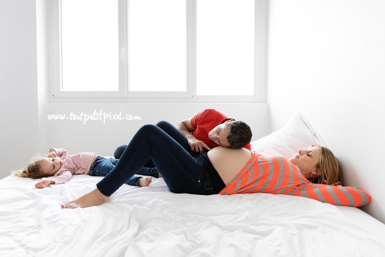 Photo de grossesse en famille lifestyle par Tout Petit Pixel, photographe enfant et famille Marseille