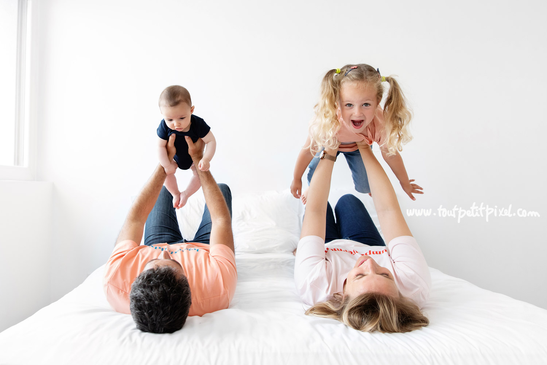 Photo de famille originale par Tout Petit Pixel, photographe bebe et famille Marseille