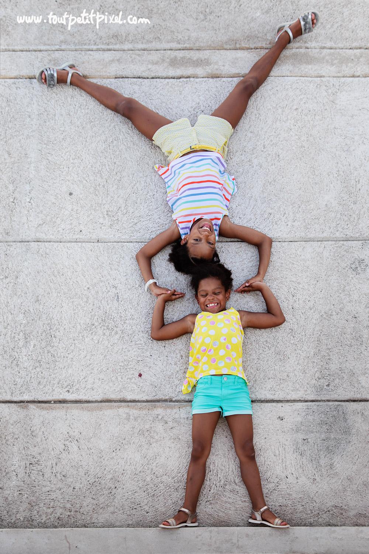 Photo d'enfants originale par Tout Petit Pixel, photographe enfant Marseille