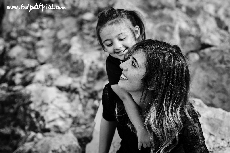 Portrait mère fille lifestyle par Tout Petit Pixel, photographe enfant et famille Marseille